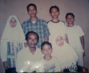 foto waktu kecil dulu bareng bapak ibu